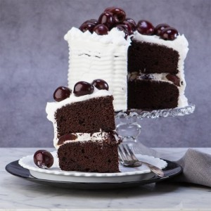 cach-lam-black-forest-cake-1