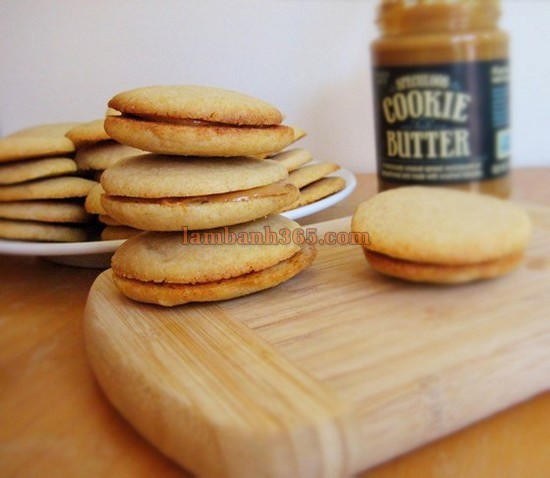 cach-lam-banh-speculoos-cookie-sandwiches-7