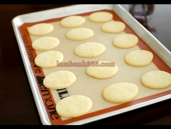 cach-lam-banh-speculoos-cookie-sandwiches-9