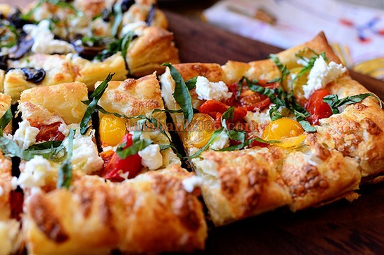 puffed-pastry-chiec-pizza-hinh-chu-nhat-16