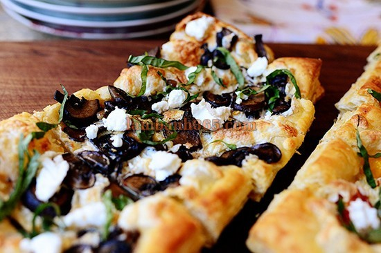 puffed-pastry-chiec-pizza-hinh-chu-nhat-17